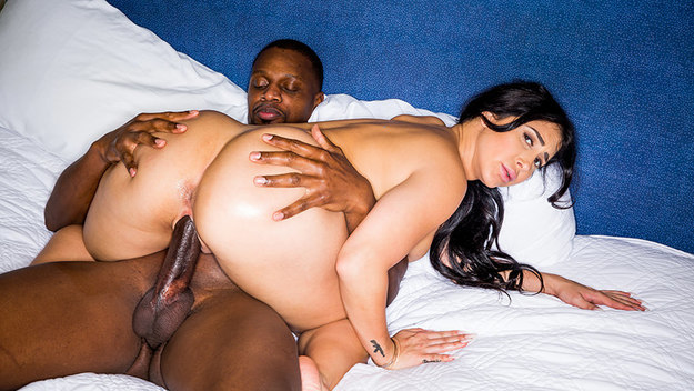 Latina Craves BBC – Valerie Kay & Cash – BlackedRaw