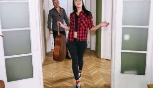 RealityKings – Carolina Vogue While My Guitar Gently Creeps MikesApartment