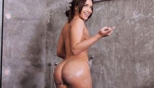 RealityKings – Briana Bounce Party Girl Poon MikesApartment