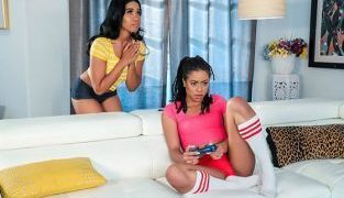 RealityKings – Kira Noir, Jenna Fox Don't Distract Me Too WeLiveTogether