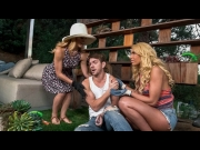Cherie Deville, Carmen Caliente – Help Around The Garden – Moms Bang Teens