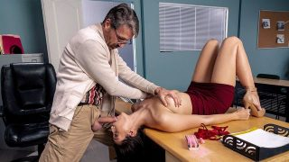 Bella Rolland – Old Man On Campus – BigTitsAtSchool  – Brazzztube