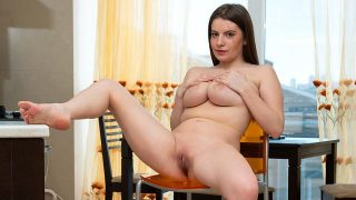 Alice Wayne – Young And Busty  – Brazzztube